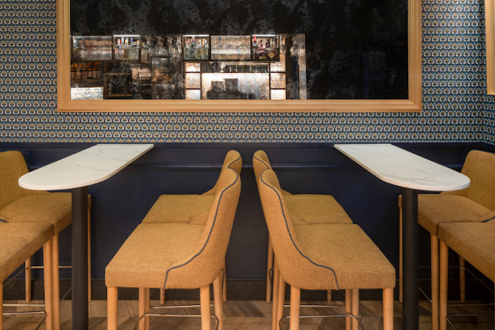 Taburetes Arila en Café Estoril