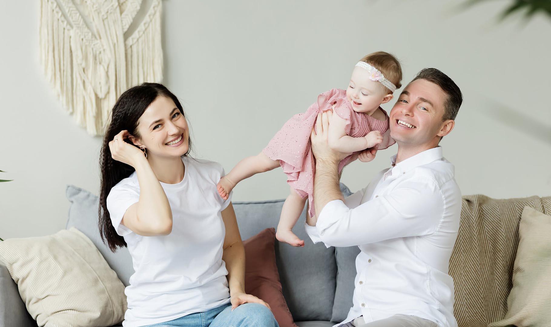 sofa familia niños